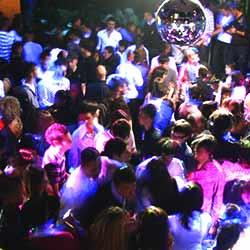 imagen de Nochevieja en Area Disco Benidorm + Barra libre + CENA DE GALA + Apartamentos Pierre Vacances (1 noche)